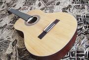 Продам классическую гитару + полужёсткий кофр